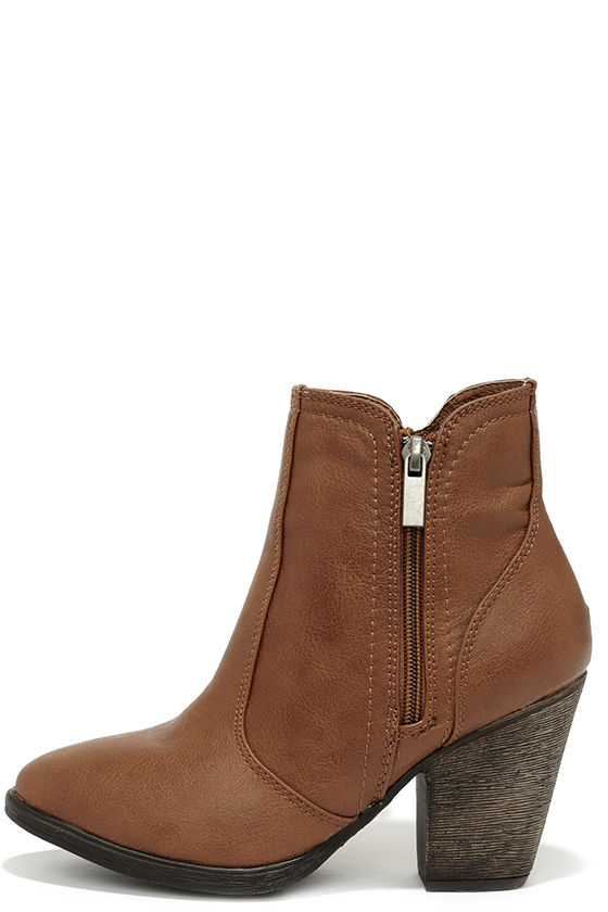 Brown boots for a timelessly stylish look