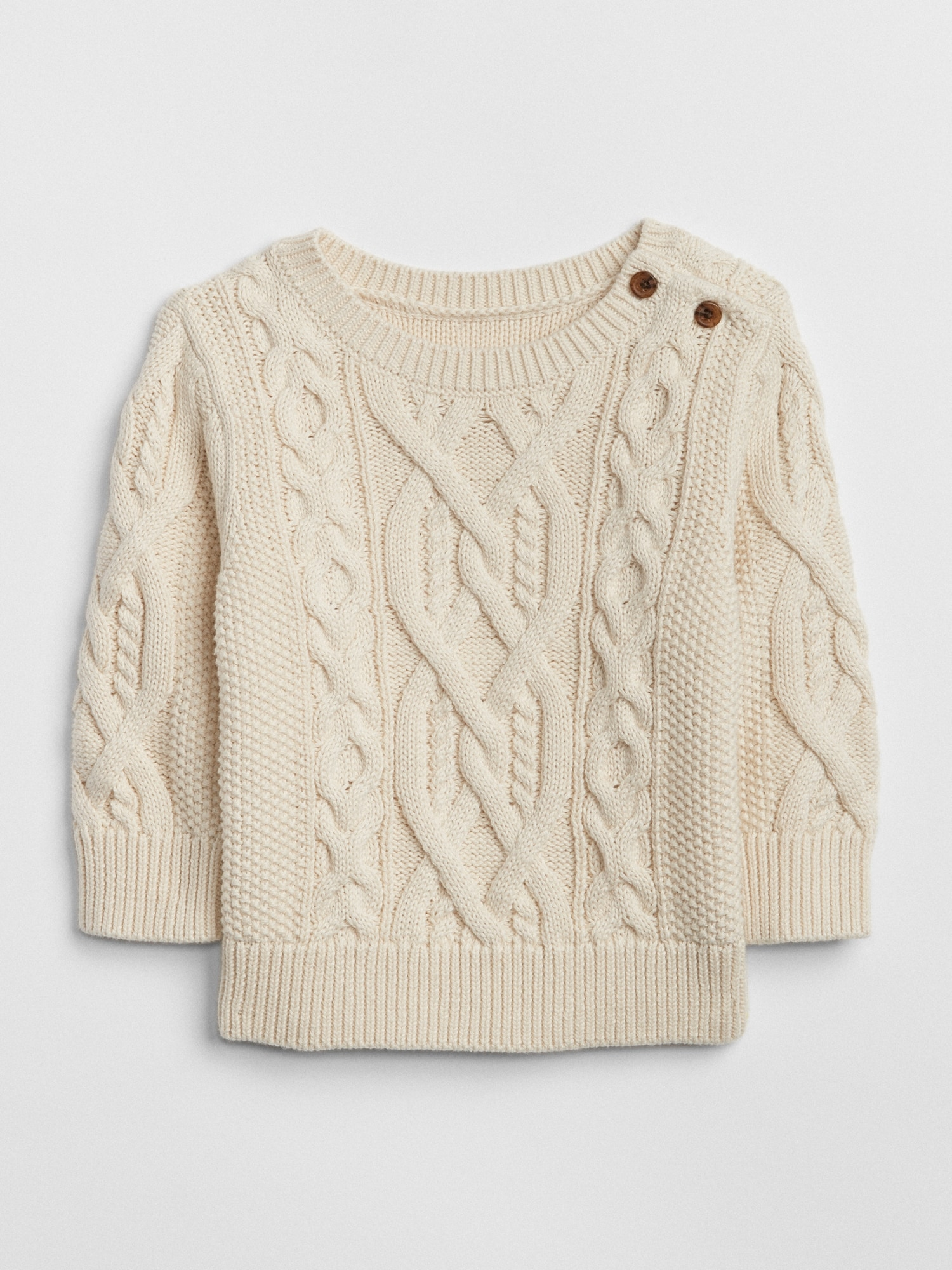 Casual and with style through the winter in a cable knit sweater