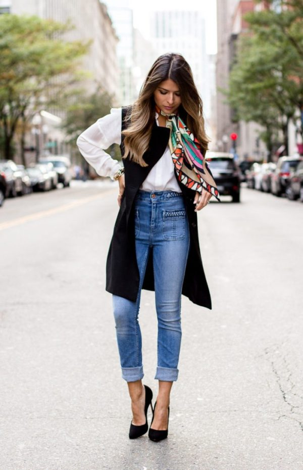 high waisted jeans outfit this combo is the ultimate in parisian chic. pam hetlinger layers the look  with a CUYFPOJ