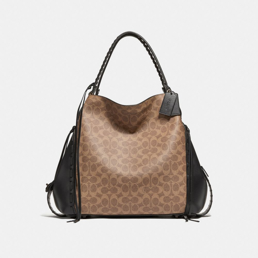 Shoulder bags: from casual to elegant