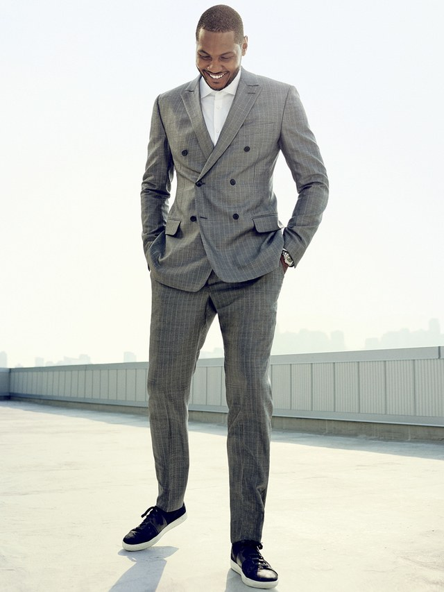 Can you wear sneakers with suit?