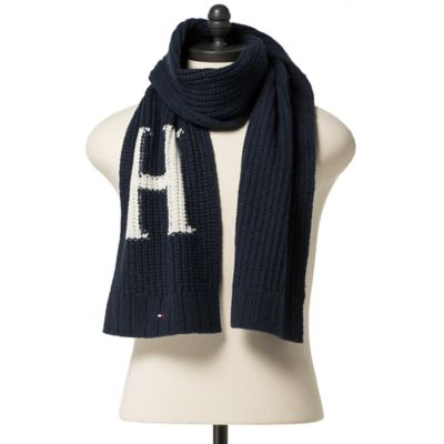 Tommy Hilfiger Scarves – a suitable model for every style