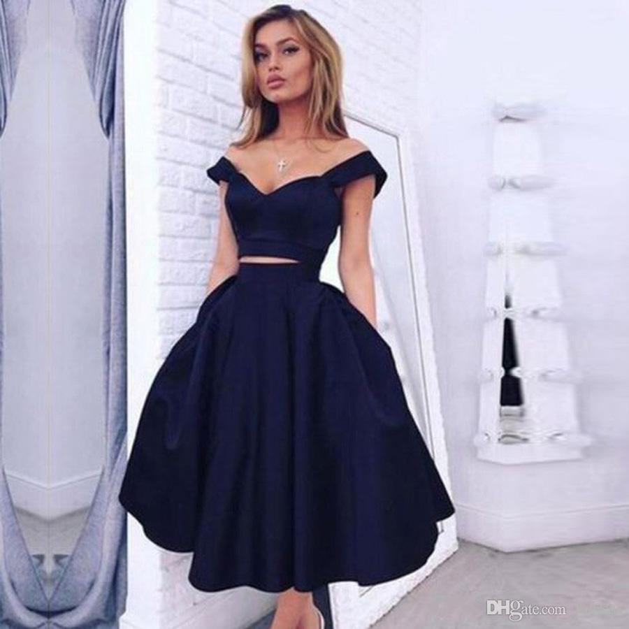 A cocktail dress in blue scores on noble events