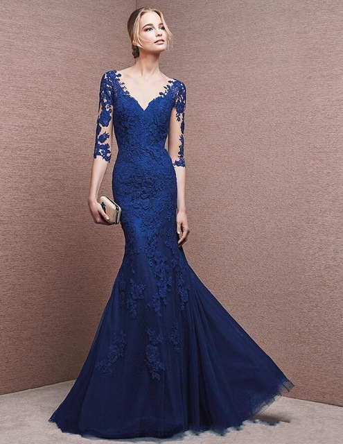 Evening dress in blue – from elegant to very modern