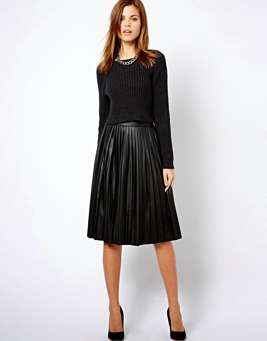 A stylish skirt for a funeral – discreet in cut and color