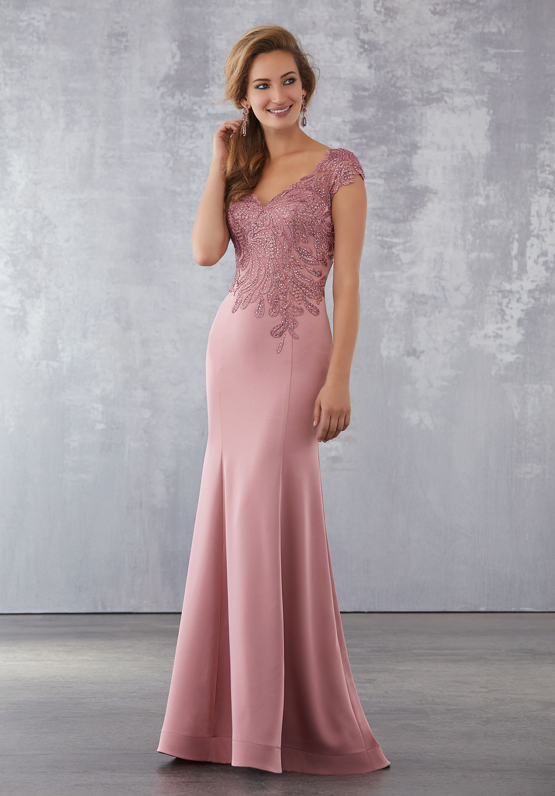 Tastefully combine the dress for the special occasion