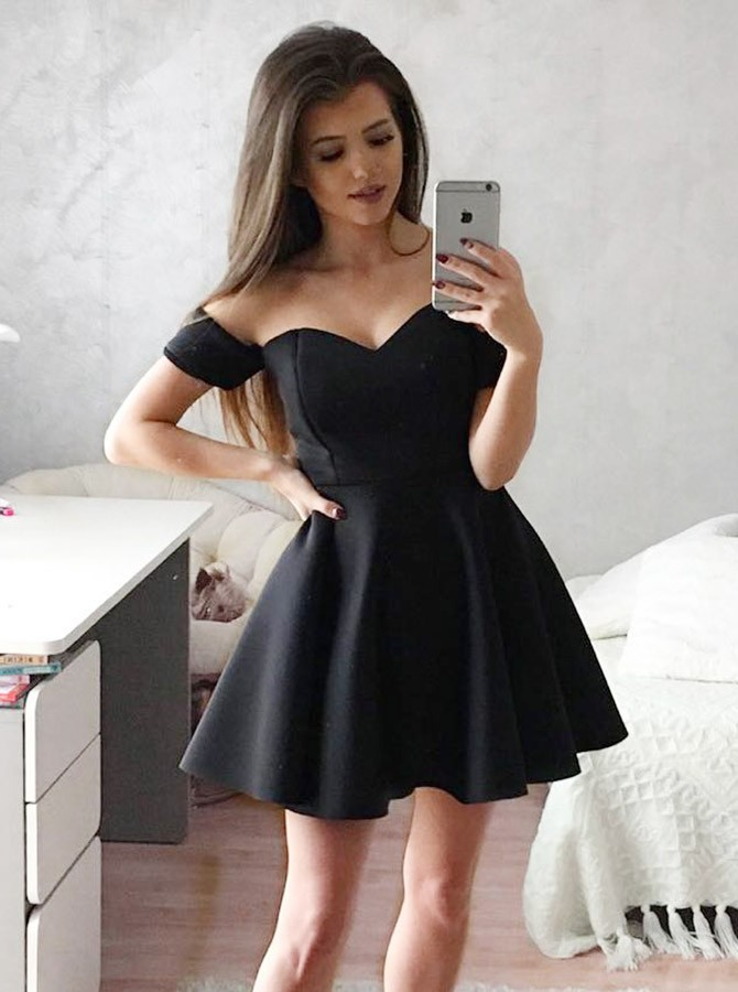 A-Line Sweetheart Black Short Homecoming Dress with Short Sleeves