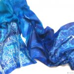 Scarf in blue – a great and versatile accessory for men and women