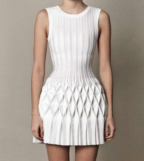 Stylish pleated pleated dresses – then as now