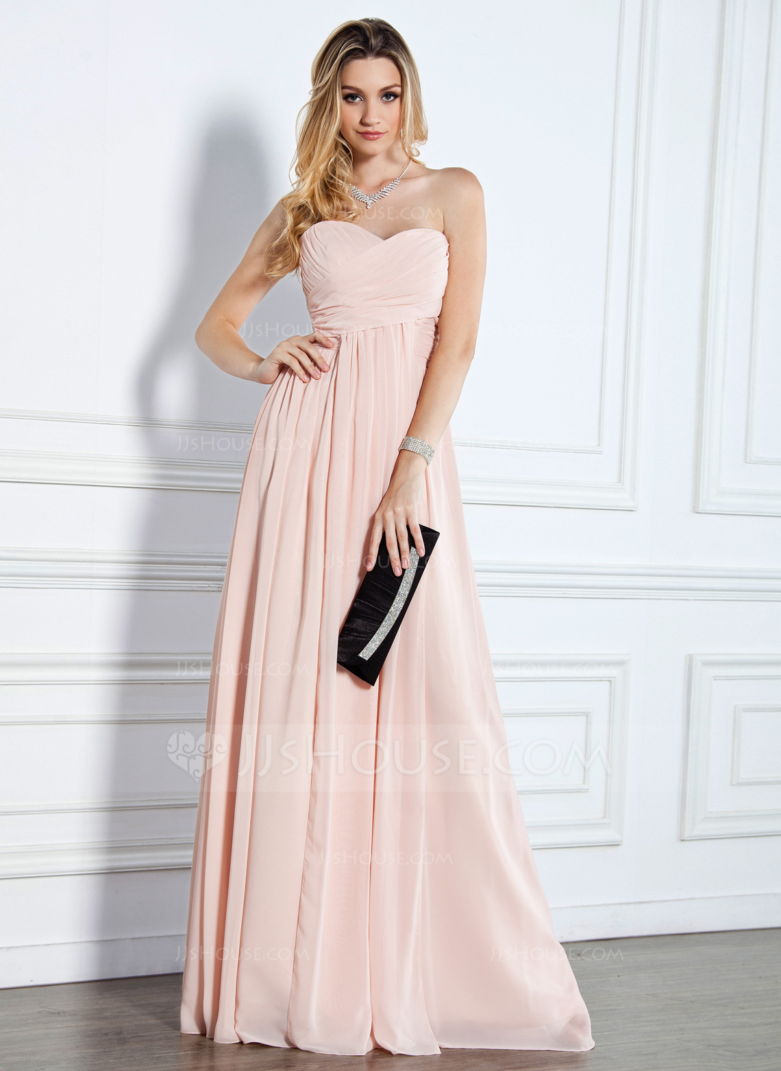 Knee length evening dresses from classic to extravagant