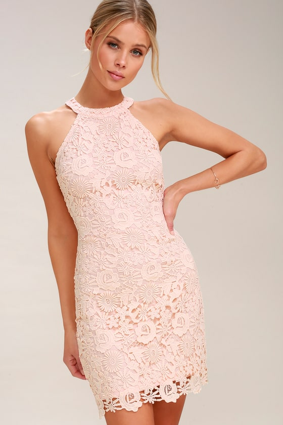 The lace dress: always in fashion