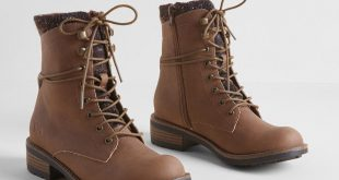 Lace-Up Boot in Brown Saddle Brown. Heads
