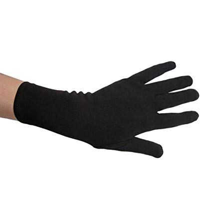 Black Gloves – with great accessories through the fashion year