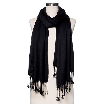 Black scarf – modern accessory in classic design