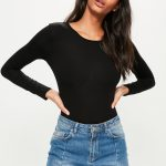 Restrained yet an eyecatcher: the top in black