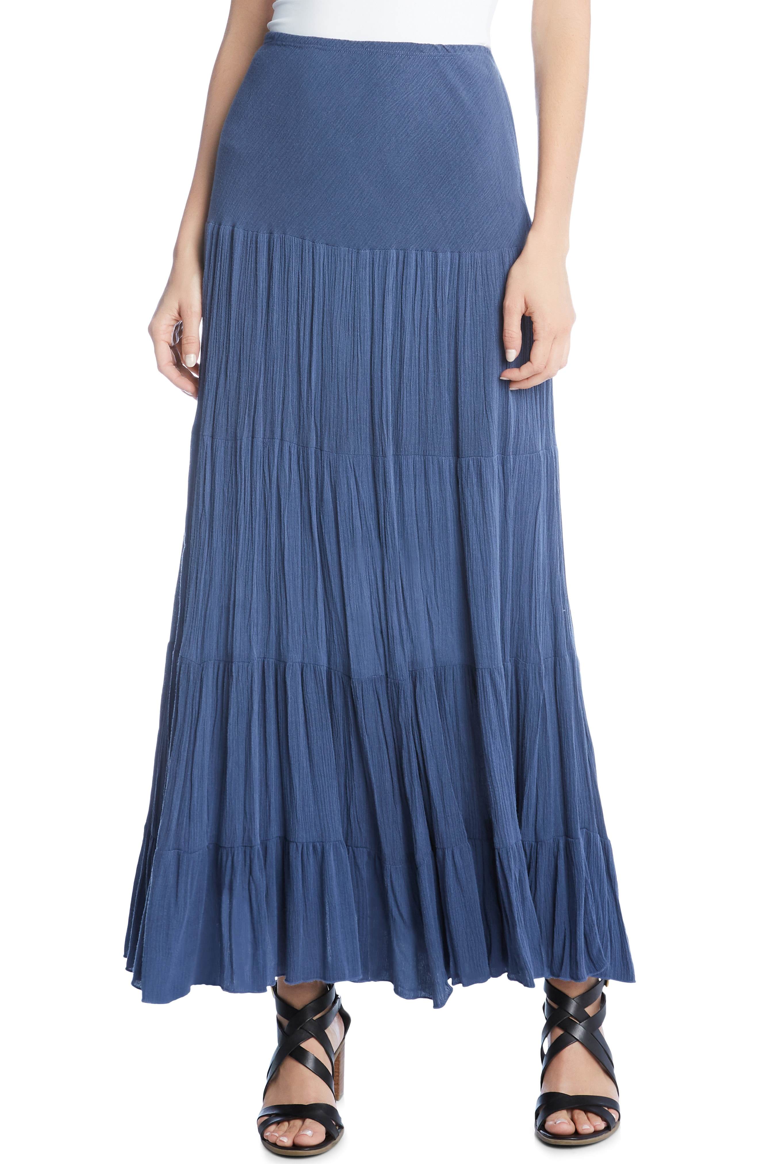 Sexy and elegant: the maxi skirt