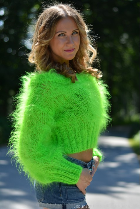 Cropped summer mohair sweater in neon green/CR17