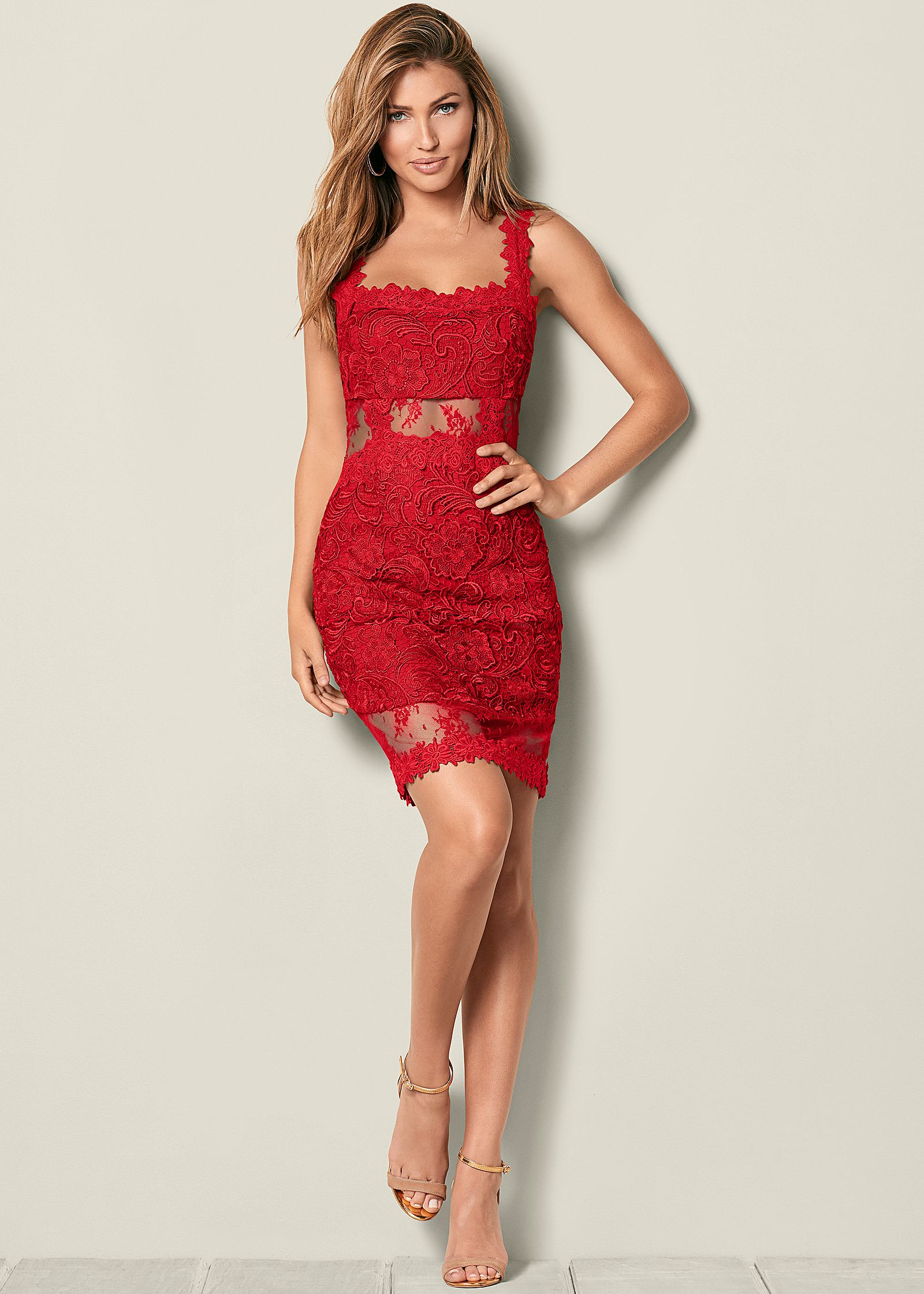 Red cocktail dresses – a chic eye-catcher