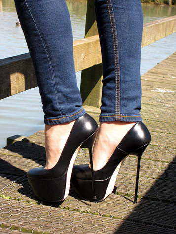 RoSa Shoes Video and Photo Galleries - Stiletto High Heels by RoSa Shoes